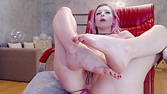 Sexy cam girl squirts and then drinks her own juices