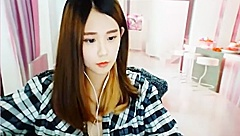 SL Sugar 蜜糖吐司 Webcam-girl sex in ShowLive&UT livecam website